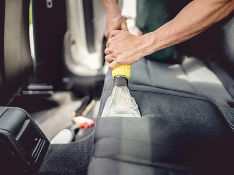 Polstermöbel und Autoinnenreinigung